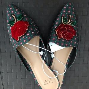 NWT Pretty rose flats